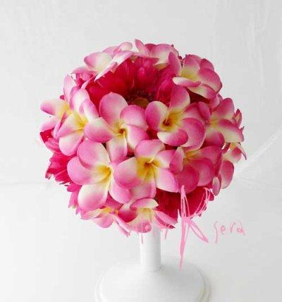 画像1: 造花ピンクプルメリア&ガーベラ ラウンドブーケ・ブトニア・ヘッドパーツセット