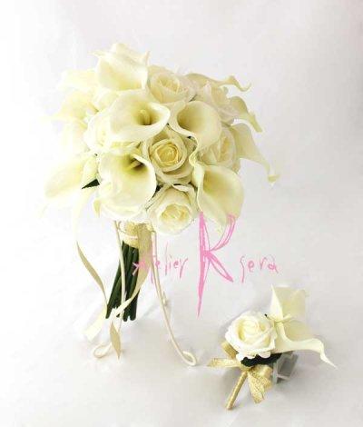 画像1: 造花オーダーメイドブーケ クラッチ25・ブトニア(ホワイトローズ&カラー)
