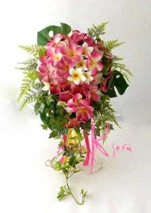 他の写真3: 造花オーダーメイドブーケ キャスケード・ブトニア(ピンクプルメリア&トロピカルリーフ)
