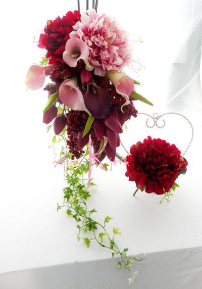画像2: 造花オーダーメードキャスケードブーケ(レッドピオニー&カラー)