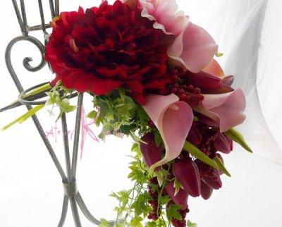 画像3: 造花オーダーメードキャスケードブーケ(レッドピオニー&カラー)