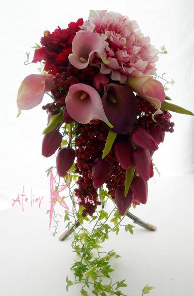 画像1: 造花オーダーメードキャスケードブーケ(レッドピオニー&カラー)